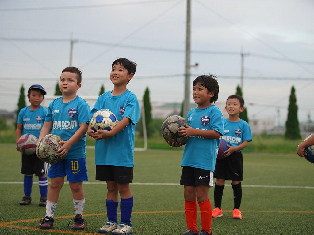 仲間を大切にし、お互い協力しながら、サッカースキルやテクニックの向上に努めます